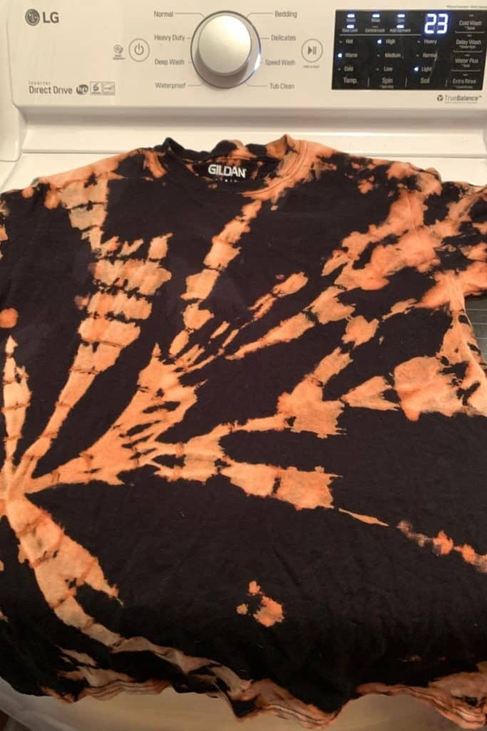 t-shirt after applying bleach tie dye before color