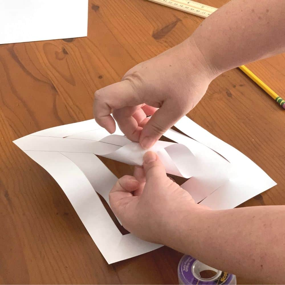 rolling the center paper for a snowflake