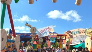 crowds at Toy Story Land